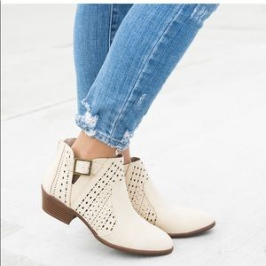 Shoes - Perforation Buckled Whipstitch Split Shaft Booties